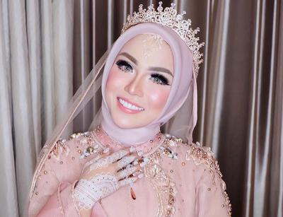 Cantik dan Simpel, Ini Inspirasi Crown Hijab Pengantin yang Bisa Kamu Contek