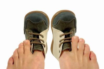 Hasil gambar untuk sepatu kekecilan