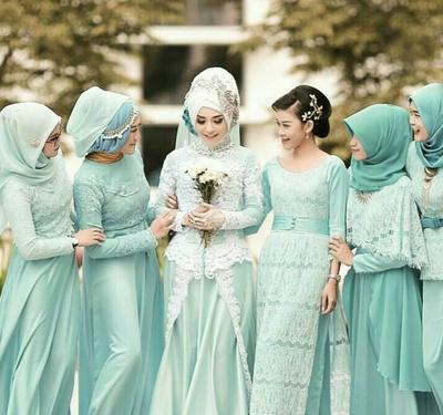 Anggun dan Cantik, Ini Dia 5 Inspirasi Kebaya Hijab untuk Bridesmaid Saat Kondangan!