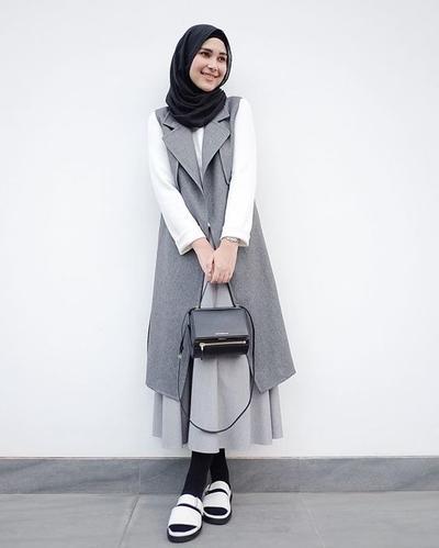 Ini Padu Padan Vest Hijab Yang Fashionable Supaya Gaya Kamu Tak