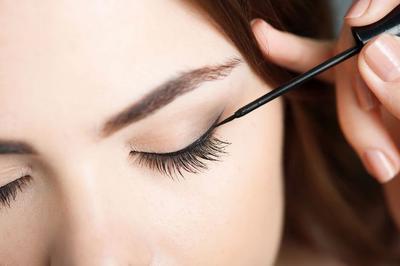 Bikin Tampilan Mata Cantik Seharian! Eyeliner Anti-Luntur Brand Lokal Ini Wajib Kamu Punya, Ladies