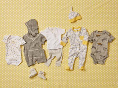 Moms, kasih rekomendasi tempat belanja baju bayi yang lucu dong