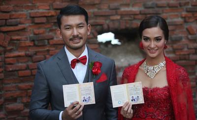 4 Artis Ini Menikah dengan Pesta Pernikahan Sederhana Tapi Bikin Melting! Penasaran?