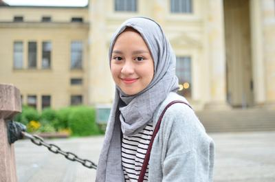 Gimana ya caranya bikin muka keliatan tirus pakai hijab?
