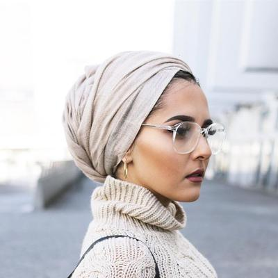 Ingin Tampil Keren dengan Anting Hijab dan Turban? Ini 5 Gaya yang Bisa Kamu Tiru!