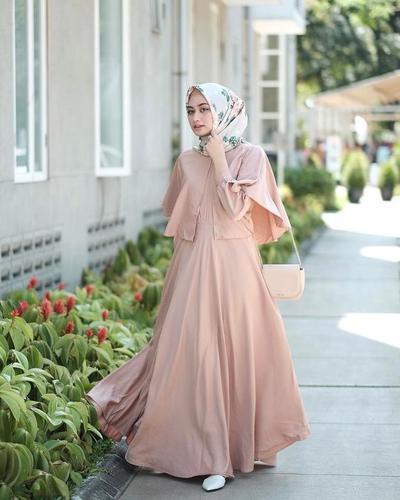Inspirasi Model Cape Dress Hijab Kekinian Untuk Pesta Muslim