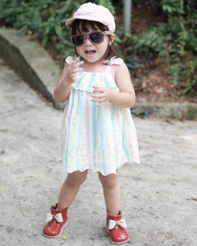 Sunglasses vs Hat