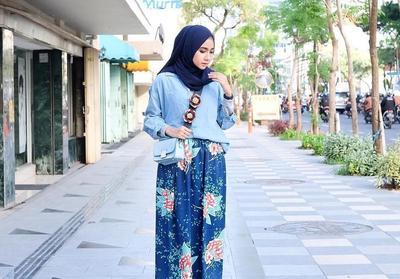 Tanpa Ribet, Ini Pilihan Atasan yang Cocok Dipadukan dengan Rok Rempel Hijab untuk Hangout