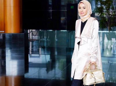 Tetap Modis dan Rapi, Ini 7 Inspirasi Padu Padan Blouse Hijab Stylish untuk ke Kantor!