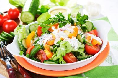 Mudah Banget, Ternyata Salad Sayur Ala Pizza Hut Bisa Kamu Bikin Sendiri di Rumah Lho