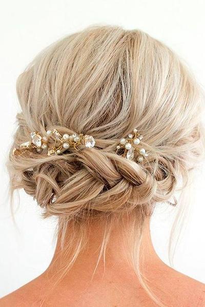Empat Hairdo Untuk Rambut Pendek