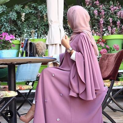 Inspirasi Model Cape Dress Hijab Kekinian untuk Pesta