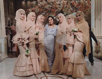Anggun dan Cantik, Ini Dia Inspirasi Style Kondangan Hijab Ala Bridesmaid Medina Zein!
