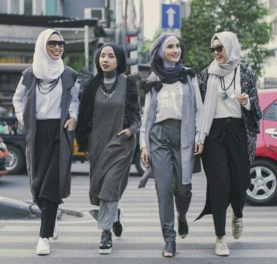 Hijabers Ini Padu Padan Hijab Abu Abu Yang Tepat Supaya Bikin Kamu