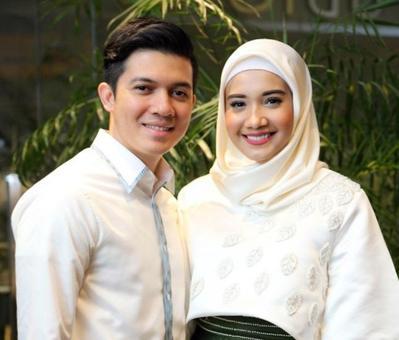 Kompak Banget, Ini Inspirasi Baju Kondangan Hijab Couple Ala Zaskia Sungkar dan Irwansyah