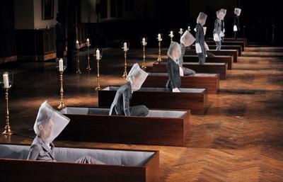 4 Fashion Show Paling Unik di Dunia dengan Konsep Panggung yang Bikin Geleng-geleng Kepala