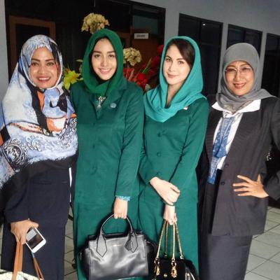 Tetap Cantik Dengan Gaya Hijab Ala Ibu Pejabat Ini Penampilan Arumi