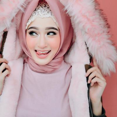 Hijabers Thailand, Saira Mirror Ini Punya Gaya Hijab yang Sedikit Nyentrik Tapi Cantik Banget!