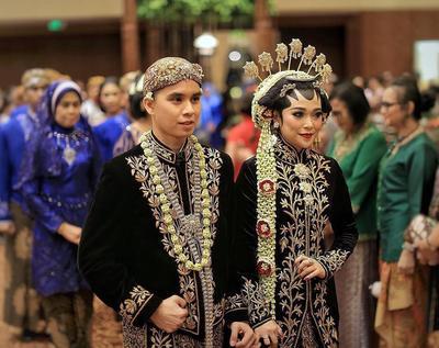 5 Inspirasi Baju Pengantin Adat Jawa Hijab Modern Ini Sangat Cantik dan Memesona! Setuju?