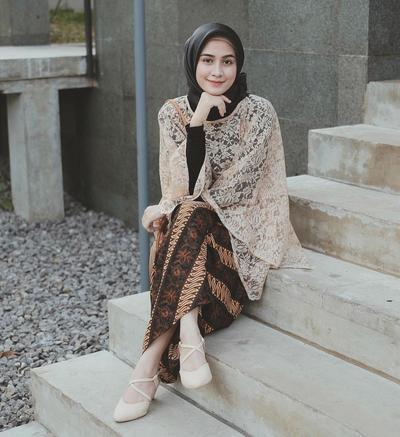Ini Lho, Pilihan Atasan Brokat Hijab Kekinian yang Lagi Banyak Digandrungi Anak Muda!