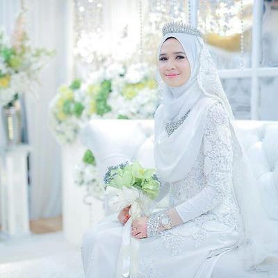 Berikut Inspirasi Gaun Pernikahan Muslimah Warna Putih Untuk