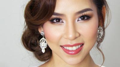 5adac6e3ae8 Tak Perlu Pakai MUA Tapi Tetap Flawless, Ini Tutorial Make Up dari Tina  Yong untuk Hari Tunangan