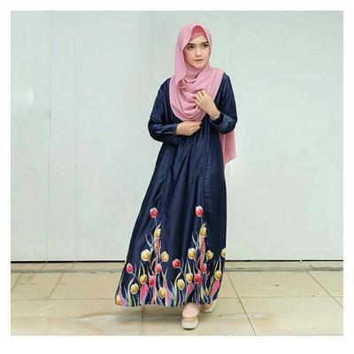 Siapa Bilang Hijabers Tubuh Pendek Tidak Cocok Menggunakan Maxi Dress? Ini Dia Triknya!