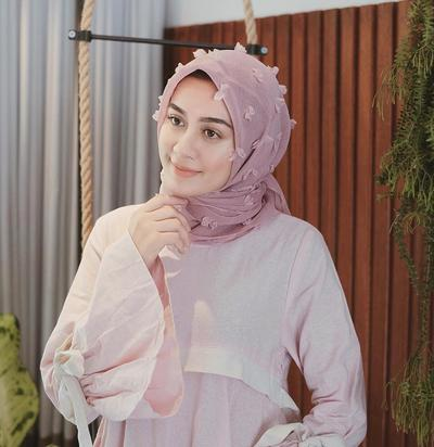 Buat kondangan lebih bagus hijab organza atau rubiah ya?