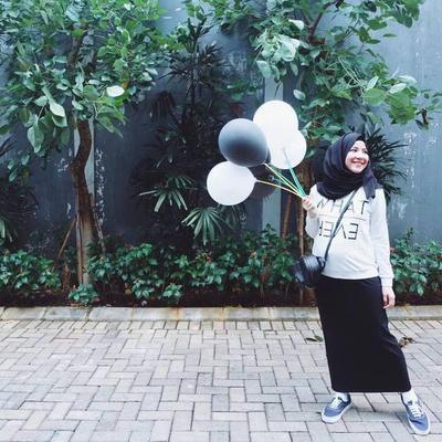 Jangan Sampai Fail, Begini Tips Padu Padan Rok Midi dengan Hijab!