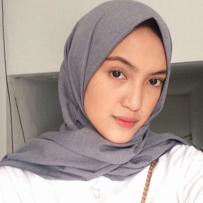 Hindari Tampil Menor Saat Ke Kampus, Ini Make Up Hijabers yang Lebih Cocok Kamu Pakai