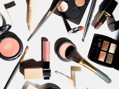 cara bedain makeup palsu dan asli gimana?