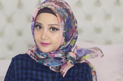Pilihan Warna Lipstik di Bawah 100 Ribu Ini Paling Cocok untuk Hijabers dengan Bibir Gelap