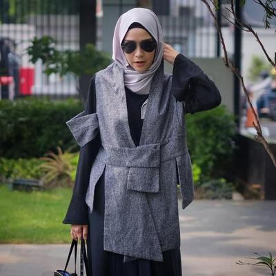 Para Artis Berhijab Ini Memadukan Vest Hijab Dengan Model Yang Lebih