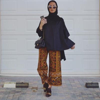 Tak Melulu Rok, Inspirasi dengan Celana Batik Ini Bisa Kamu Pakai untuk Outfit Kondangan