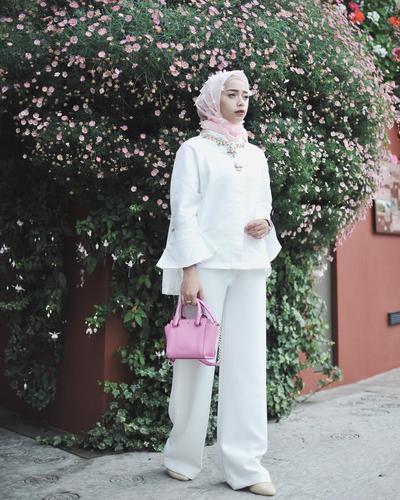 Makin Beragam Ini Model Atasan Hijab Dengan Lengan Lonceng Yang