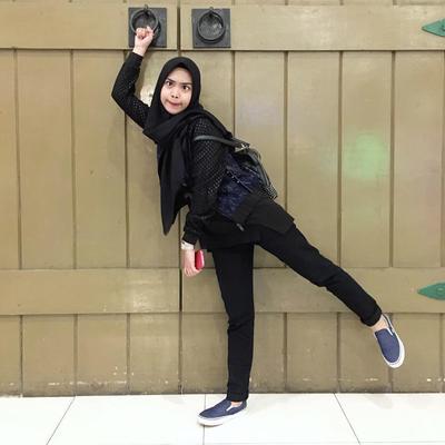 Inspirasi Model Celana Hijab dengan Style Anak Muda Banget Ala Youtuber Ria Ricis yang Lagi Hits!