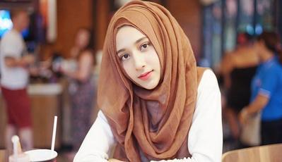 Tanpa Sadar, Ternyata Ini 4 Kesalahan Memakai Hijab yang Sering Dilakukan!