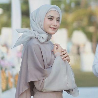 Hijabers, Ingin Tampil Elegan dan Tetap Hemat ke Pesta? Ini Dia Rekomendasi Online Shop yang Menjual Dress Hijab Super Terjangkau!