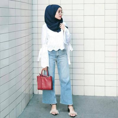 Ini Style dengan Sepatu Heels untuk  Hijabers Remaja Agar Penampilannya Tetap Anak Muda Banget