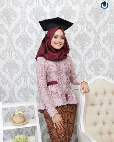 3. Hijab Satin