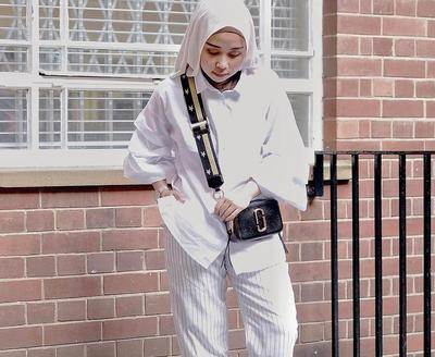 Tak Melulu Kulot Polos Ini Padu Padan Monochrome Striped Trousers
