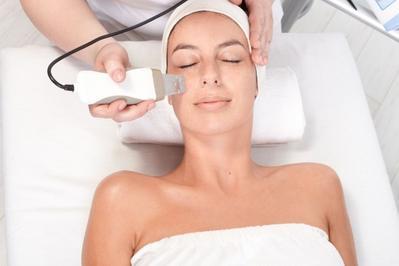 5 Cara Perawatan Facial Ala Klinik Kecantikan Ini Bisa Kamu Lakukan Sendiri di Rumah Lho!