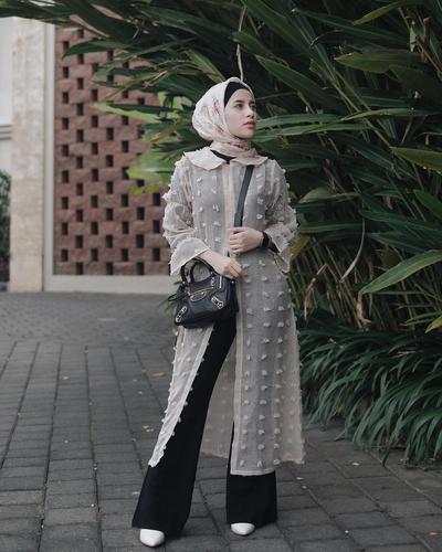 Ini Lho 6 Model Outer Hijab Kekinian yang Lagi Banyak Dipakai Para Selebgram Hijabers