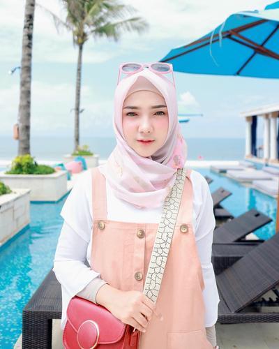 Jangan Asal Pilih, Ini Pilihan Hijab Motif yang Paling Tepat untuk Pemilik Wajah Bulat