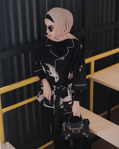 Tips Padu Padan Atasan Motif Biar Gaya Kamu Makin Fashionable Dan