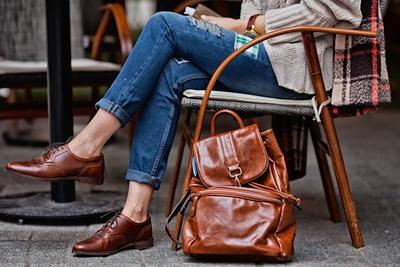 Hobi Traveling ala Backpacker? 4 Rekomendasi Celana Ini Bakalan Cocok Buat Kamu!