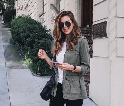 Supaya Enggak Boring, Intip Inspirasi Padu Padan T-Shirt Putih dengan Model Celana Kekinian Ini!