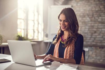 Lakukan 5 Hal Praktis Ini Biar Badan Terhindar dari Pegal-Pegal Saat Bekerja di Kantor