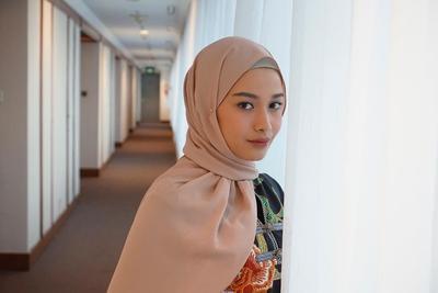 Tak Hanya Cantik, Bahan Hijab Ini Juga Nyaman Banget Dipakai Lho!
