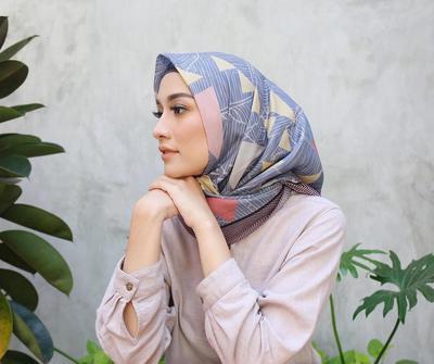 Ladies, Begini Cara Make Up Natural untuk Para Hijabers dengan Menggunakan Brand Halal!